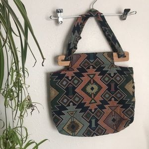 Woven handbag with wooden closure